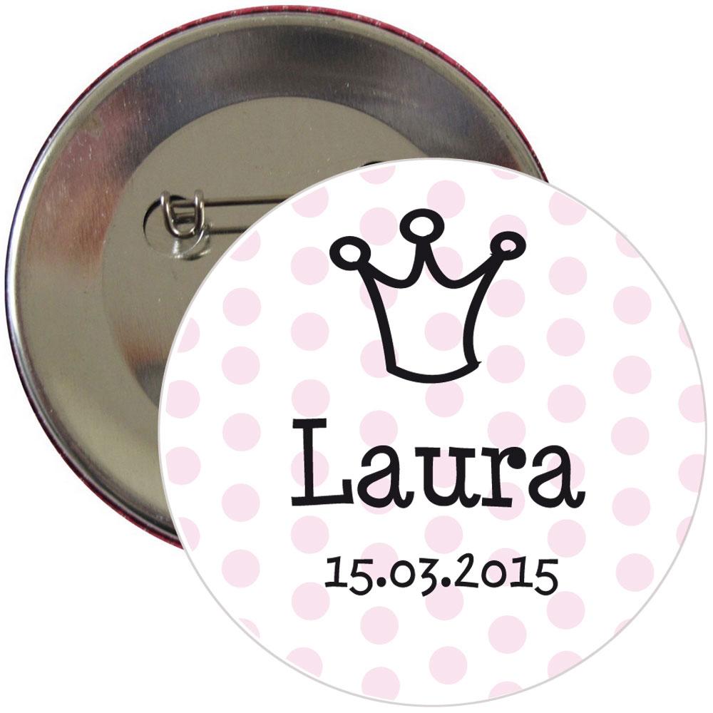Gepunkteter Braut-Button mit Name und Datum personalisiert