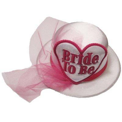 Weißer Hut mit der Aufschrift Bride to Be