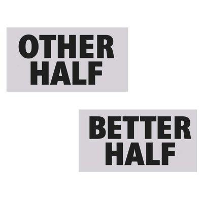 Papptafeln mit Aufschrift Other Half und Better Half