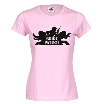Rosafarbenes Junggesellinnenabschied T-Shirt mit Bride Patrol-Logo