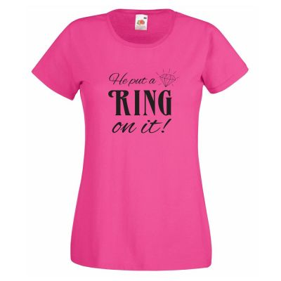 "Pinkfarbenes T-Shirt mit Aufdruck ""He put a Ring on it!"""
