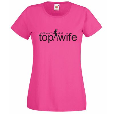 "Pinkfarbenes T-Shirt mit Aufdruck ""Germany`s Next Top Wife"""