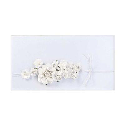 Weißer Geldgeschenk-Umschlag mit Blumen-Deko