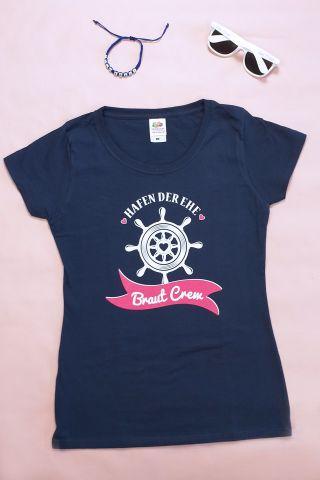 Maritimes JGA Outfit mit Braut Crew-Motiv