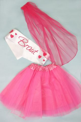 Pinkfarbenes Junggesellinnenabschied-Kostüm für die Braut