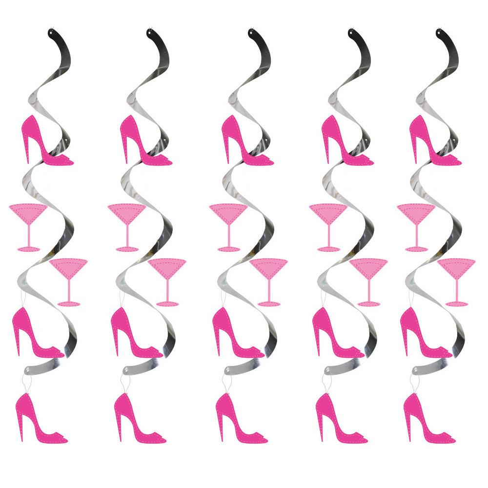 Hänge-Deko mit Cocktail-Gläsern und Highheels