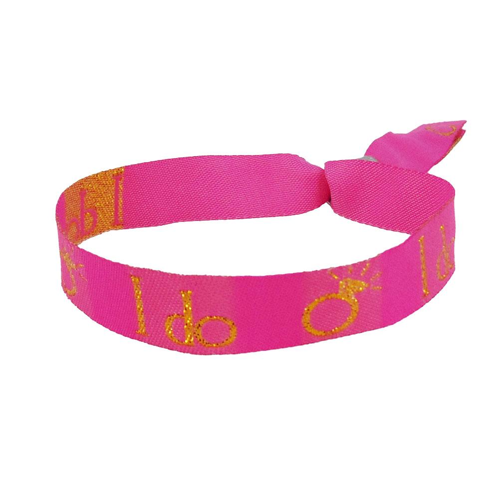 Pinkfarbenes Stoff-Armband mit goldfarbenem I Do-Schriftzug