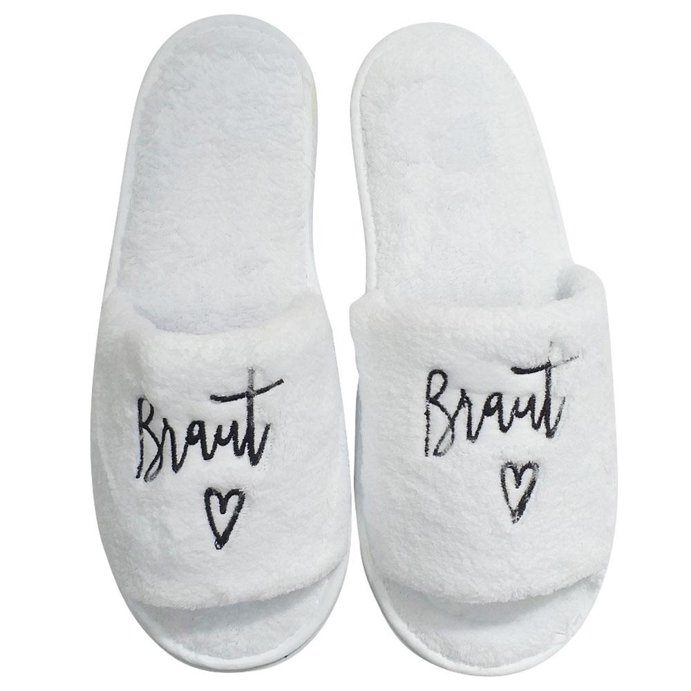 Weiße Braut-Slipper für den Wellness-Junggesellinnenabschied