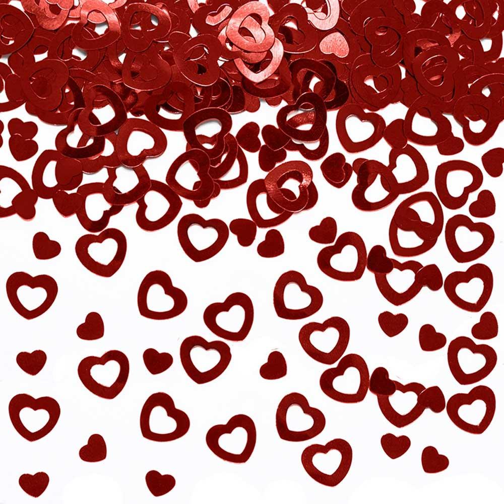 Streudeko mit roten Metall-Herzen