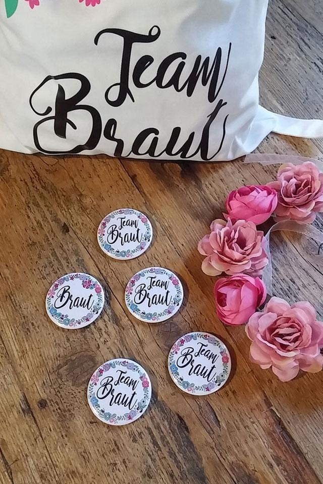 JGA Blumen-Accessoires - Tasche mit Button und Blumenkranz