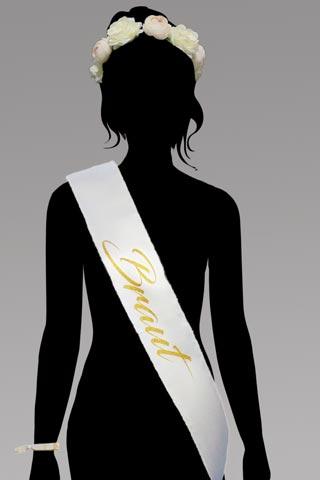 Elegantes Braut-Outfit für den Junggesellenabschied - Weiss mit Blumenkranz
